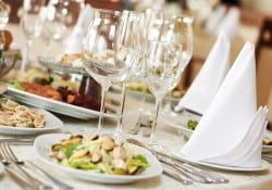 Planning the menu for a large dinner party doesn't have to be stressful. Menu makers help keep you on track!
