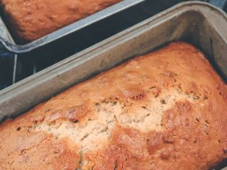 Easy Banana Bread with Pecans